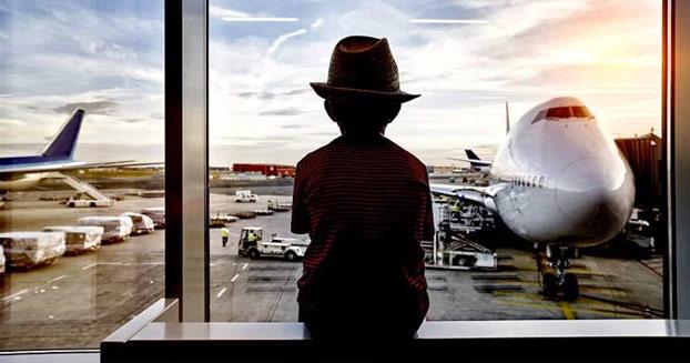 Un niño de 12 años discute con su madre, le roba la tarjeta, vuela a Bali y pasa cuatro noches en un hotel de lujo