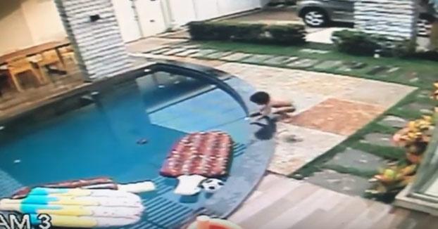 Un niño de 7 años salva a su hermanito pequeño de morir ahogado en la piscina