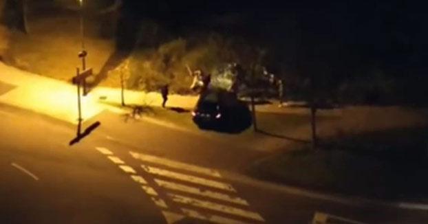 Un pequeño choque en una rotonda de Salinas (Asturias) acaba en una pelea a palos