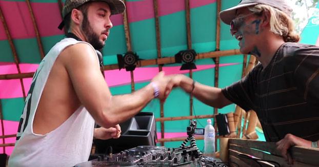 Sube a saludar al DJ en pleno festival y la lía parda