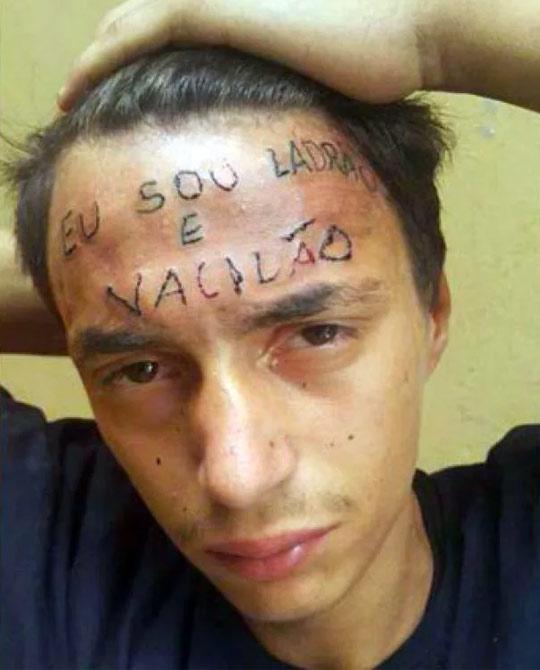 Le tatúan en la frente ''Soy un ladrón'' por intentar robar una bicicleta
