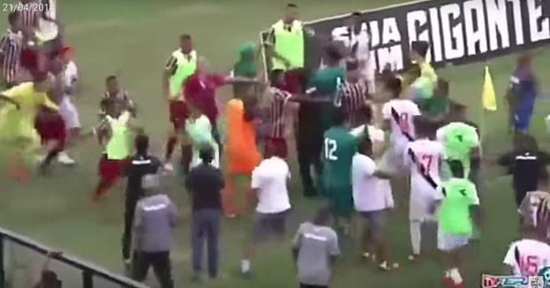 El baile de un futbolista antes de marcar un gol provoca una trifulca en Brasil