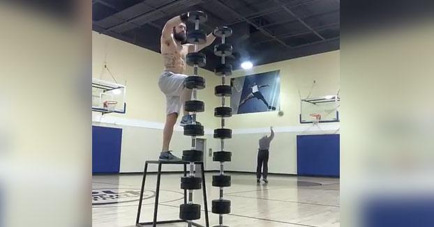 Imagínate llevar 18 mancuernas a la cancha para demostrar tus habilidades y ser opacado por un anciano lanzando tiros libres