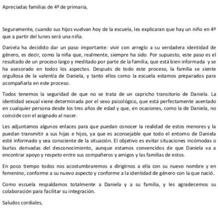 Carta que ha enviado un colegio de Barcelona a los padres explicando el cambio de identidad de género de un alumno