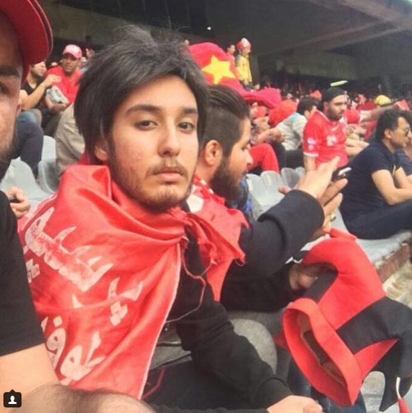 Cinco aficionadas iraníes se disfrazan de hombre para colarse en un estadio de fútbol