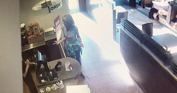 Clienta insatisfecha en el restaurante