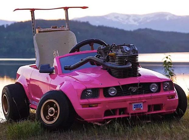 Modifican el coche de la Barbie para hacerlo lo más potente posible