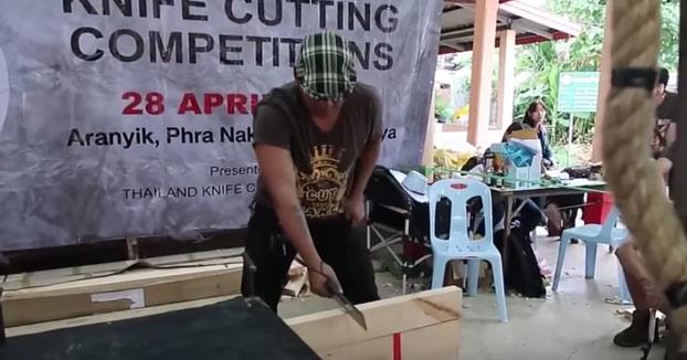 Competición de corte con cuchillo con variedad de pruebas
