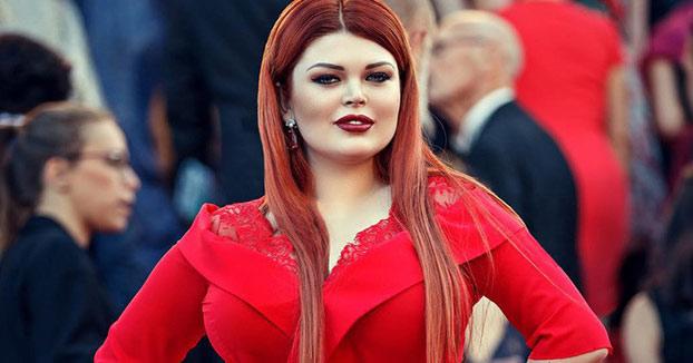 Una modelo rusa pierde la falda en plena alfombra roja de Cannes