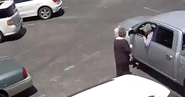 Le roba el bolso a una señora de 70 años en el aparcamiento de una iglesia