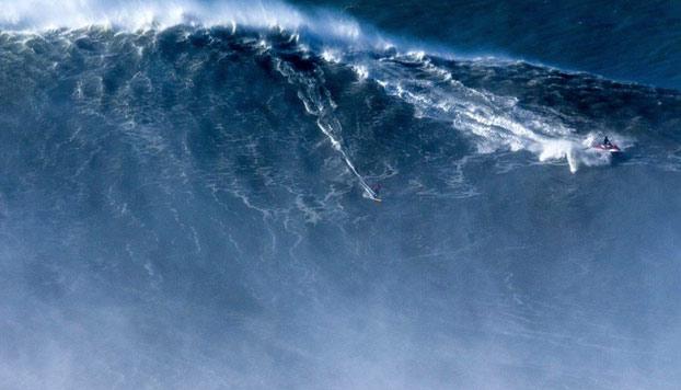 Rodrigo Koxa batió el récord de la mayor ola jamás surfeada. Lo consiguió en Praia do Norte, en Nazaré