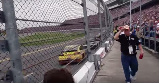 El tremendo ruido al ver una carrera de las 500 millas de Daytona justo al lado de la pista