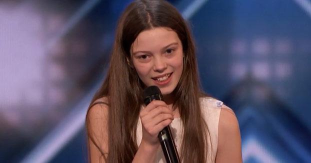 Nunca te fíes de las apariencias. Se llama Courtney Hadwin y tiene 13 años