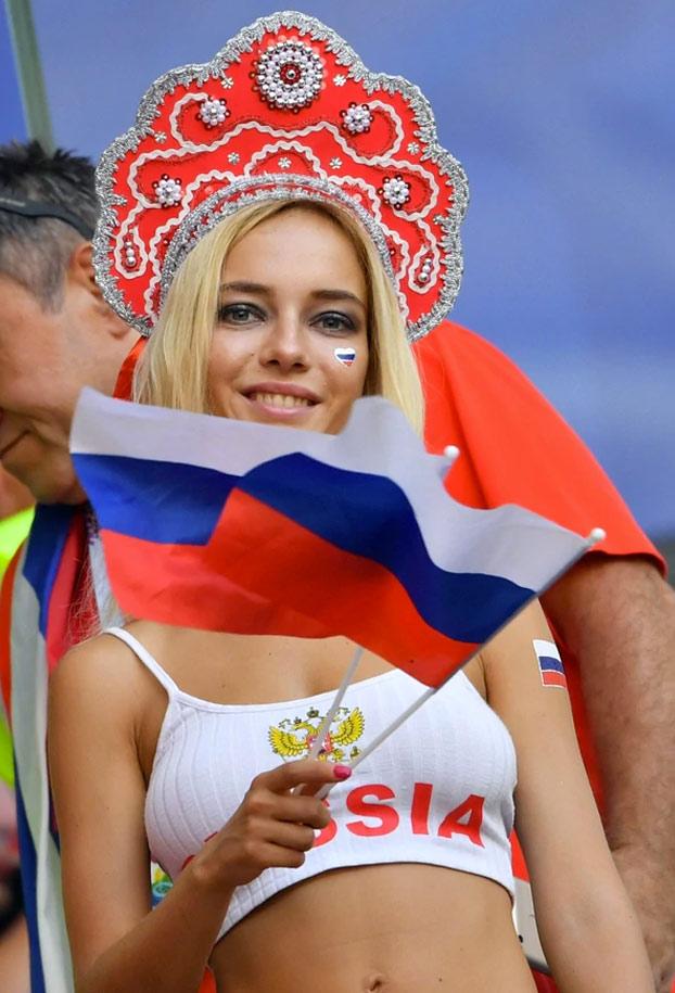 Natalya Nemchinova, bautizada como la hincha 'más bella del mundial', desmiente que sea actriz de cine para adultos