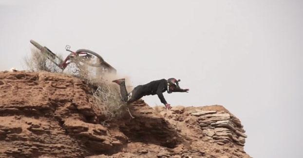 Imágenes inéditas de la tremenda caída del rider Nicholi Rogatkin por un barranco
