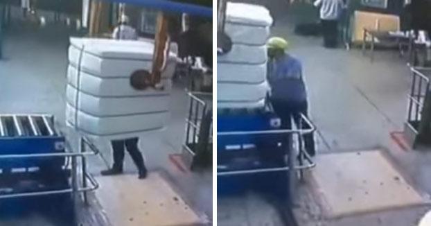 El casco de seguridad ha salvado la vida de este trabajador