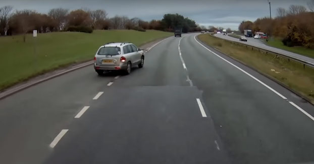 Una conductora se incorpora a una autovía sin mirar cuando venía un camión de 40 toneladas