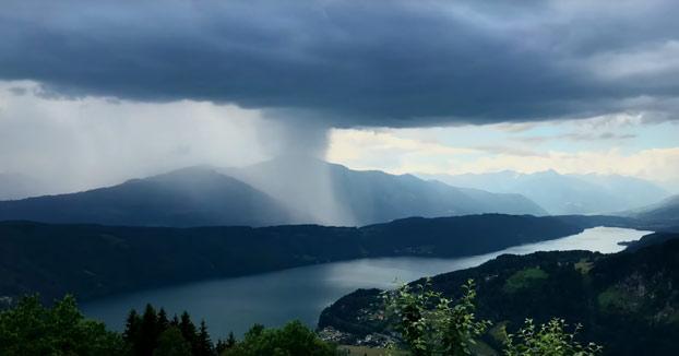 El tsunami que cayó del cielo: Descarga de tormenta sobre el lago Millstatt en Carintia, Austria