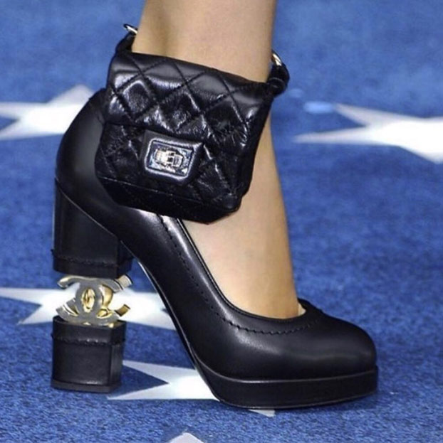 Recordemos cuando la policía le puso una pulsera de seguimiento de alcohol a Lindsay Lohan y Chanel decidió convertir esto en un momento para la moda