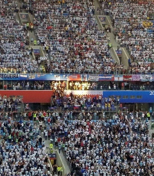 La foto de Maradona con el gol de Argentina es bestial. Era el único punto de la grada donde daba el sol