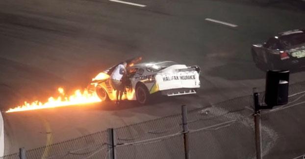 El padre del piloto Mike Jones salva a su hijo de morir entre las llamas tras sufrir un accidente en plena carrera
