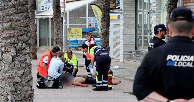 Un hombre clava un rastrillo en la espalda a un turista tras destrozarle un castillo de arena en Palma