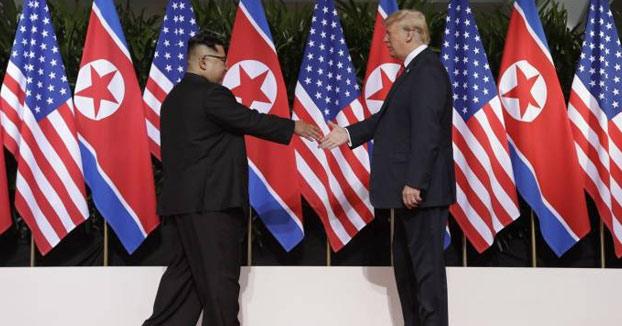 Histórico: Así fue el saludo entre Donald Trump y Kim Jong-un en Singapur