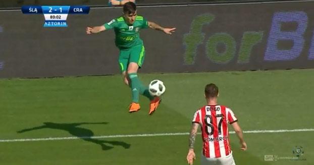 Fantástico control del jugador iraní Ahmadzadeh Farshad
