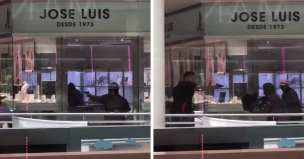 Atraco a punta de pistola en la joyería Jose Luis de un centro comercial de Castelldefels