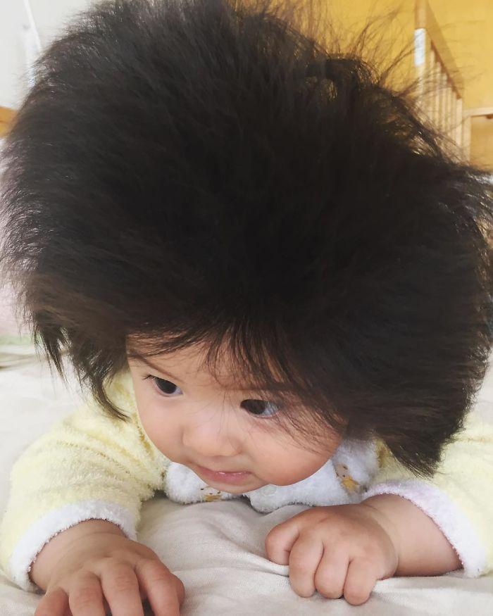 La niña de 6 meses con más cantidad de pelo del mundo