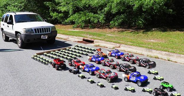 ¿Cuántos coches de juguete se necesitan para tirar de un coche real?