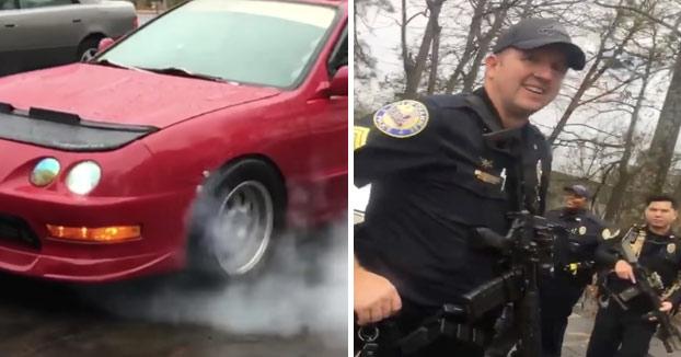 Policías confunden el corte de inyección de un Honda Integra con disparos de un AK-47