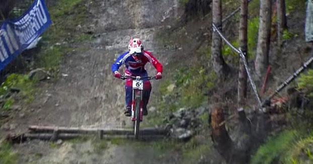 Brutal descenso en bicicleta de Danny Hart. Al comentarista casi le da un infarto