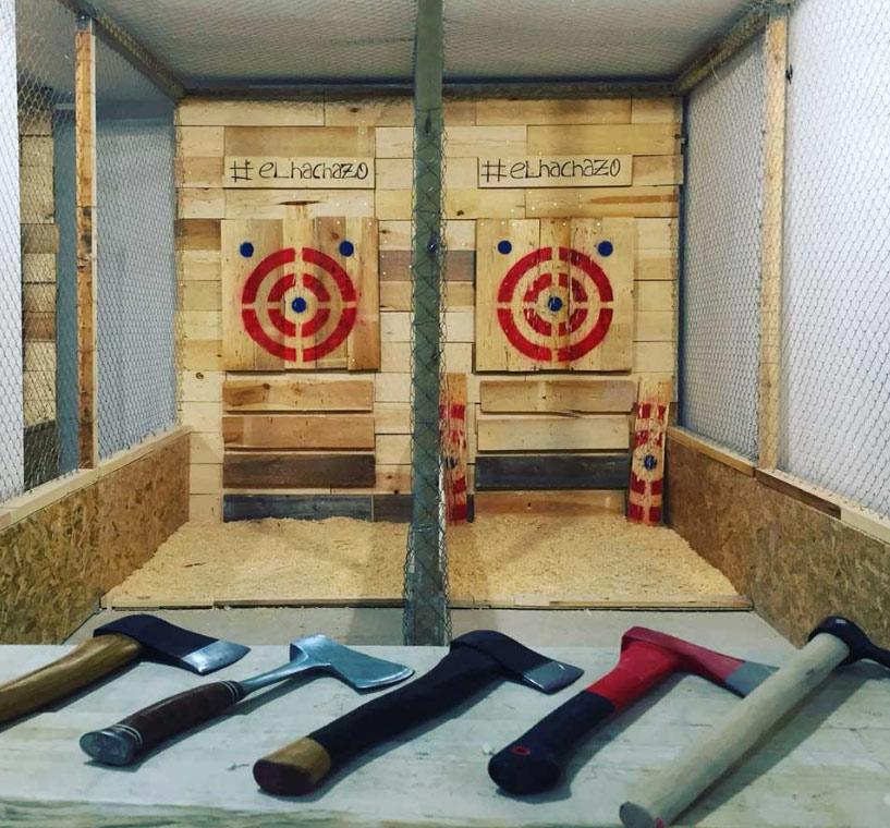 ''El Hachazo'', el primer local de España de tiro con hacha