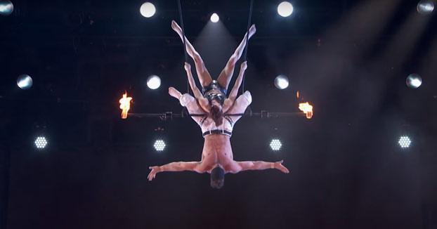 Aparatosa caída de una trapecista durante su actuación en America's Got Talent