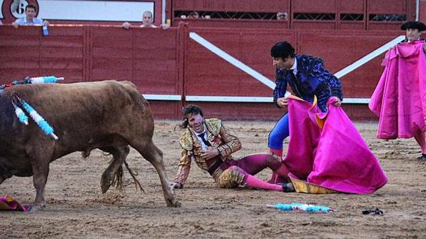 Un toro arranca parte del cuero cabelludo a Juan José Padilla durante su corrida en Arévalo [Vídeo]