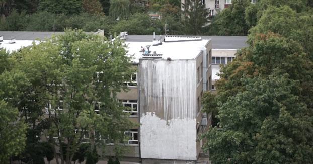 Cuando contratas la opción más barata para pintar la fachada