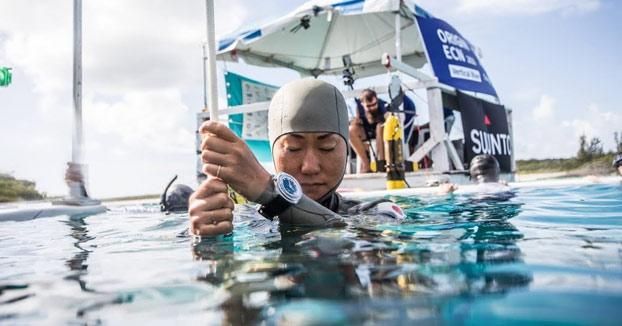 La japonesa Sayuri Kinoshita bate el récord mundial de inmersión a pulmón libre