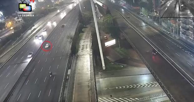 Un joven de 19 años pierde el control de su coche y sale volando a 170 km/h en la avenida General Paz de Buenos Aires