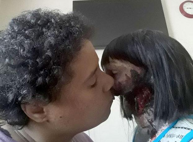 ''Ella me hace feliz y la amo''. La joven de 19 años que se va a casar con su muñeca zombie