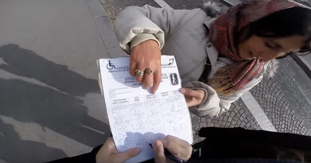 Salva a unos turistas de dos carteristas en París