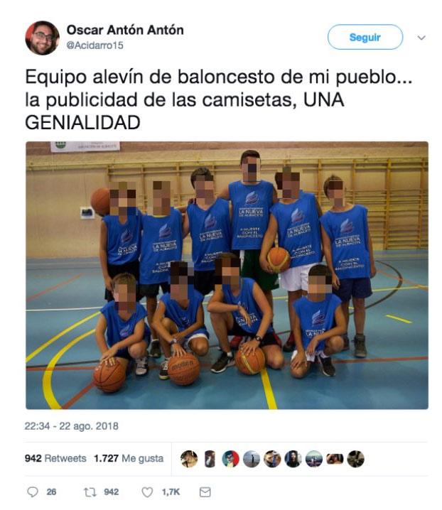 ''Equipo alevín de baloncesto de mi pueblo... la publicidad de las camisetas, una genialidad''