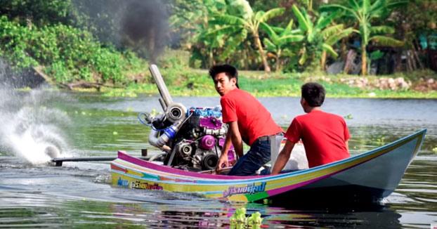 Instala un motor brutal en su barca y ojo a la potencia y velocidad que alcanza
