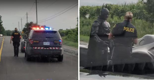 La policía canadiense le da el alto a Batman mientras conducía su Batmóvil