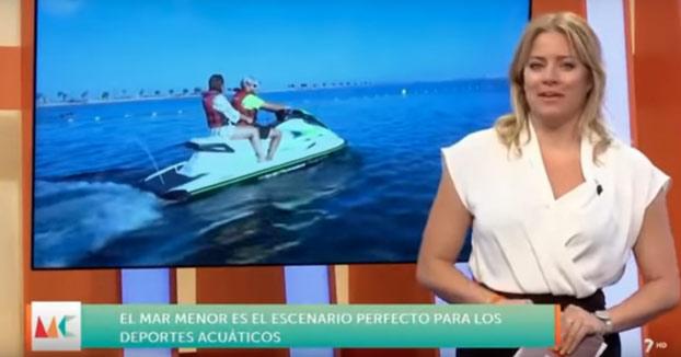 Una reportera de 'Murcia Conecta' se cae al agua desde una moto de agua en directo