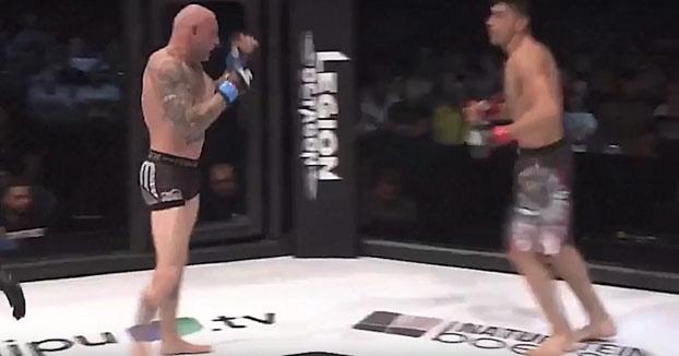 Un luchador de MMA de 40 años noquea a su rival mucho más joven en 20 segundos