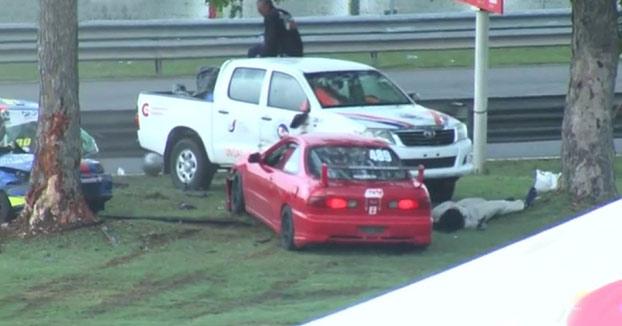 La piloto Valentina Tomasello choca contra un árbol, parte su coche en dos y sale despedida del vehículo