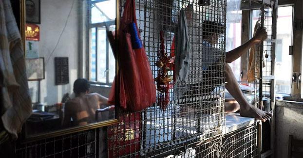 En el interior de las 'Cage Homes' de Hong Kong