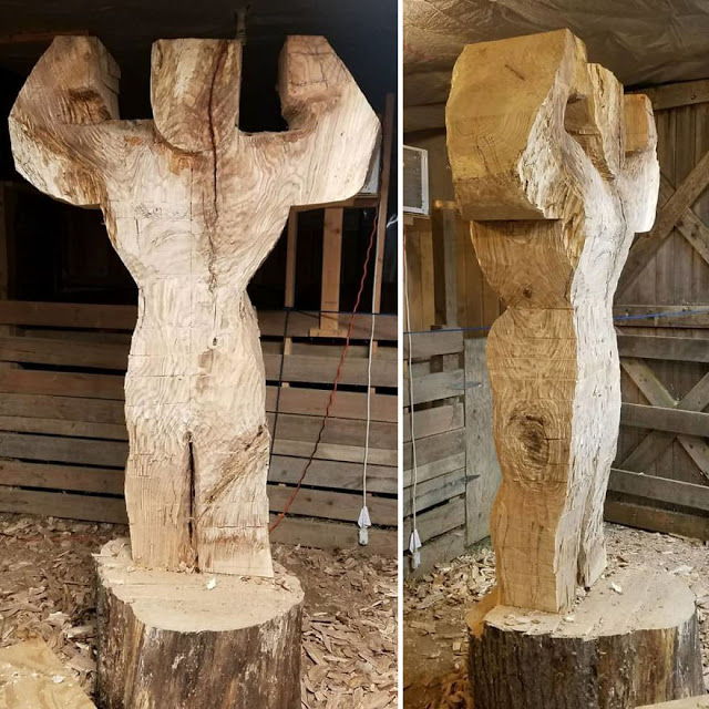 Estatua de madera de Arnold Schwarzenegger a tamaño real