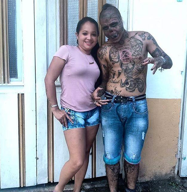 El colombiano de 22 años que se amputó la nariz y las orejas para parecer una calavera